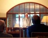 Alocución del Prof. Dr. Dr. h.c. mult. Roxin en agradecimiento del homenaje, escuchando por los asistentes: de izq. a dcha., los Profs. Dres. Schünemann, Imme Roxin, Jung, Cancio Meliá y Schöch.
