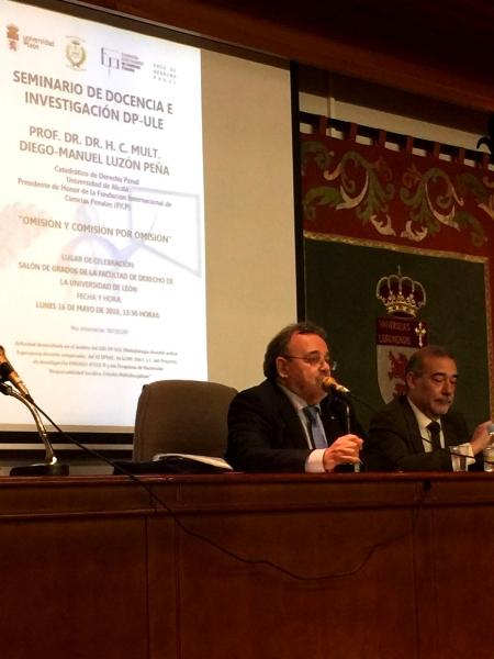 """16-05-2016. Conferencia del Prof. Dr. Dr. h.c. mult. Diego-Manuel Luzón Peña sobre """"Omisión y comisión por omisión"""". Modera el Prof. Dr. Díaz y García Conlledo"""