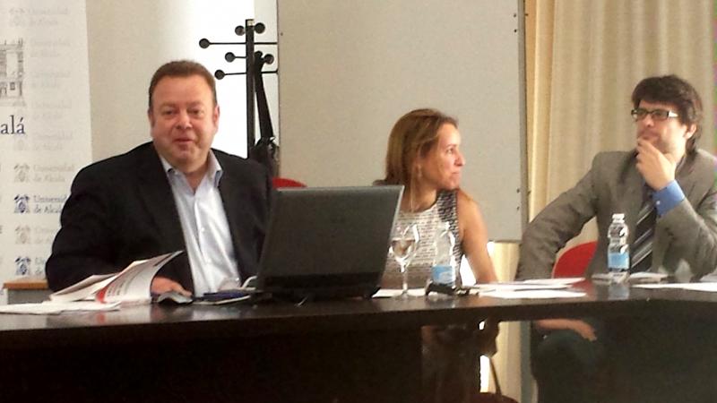El Prof. Dr. Cortés Bechiarelli durante su ponencia