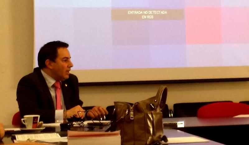 D. David Ruiz Rosillo interviene en el debate tras la ponencia del Prof. Dr. Cortés Bechiarelli.