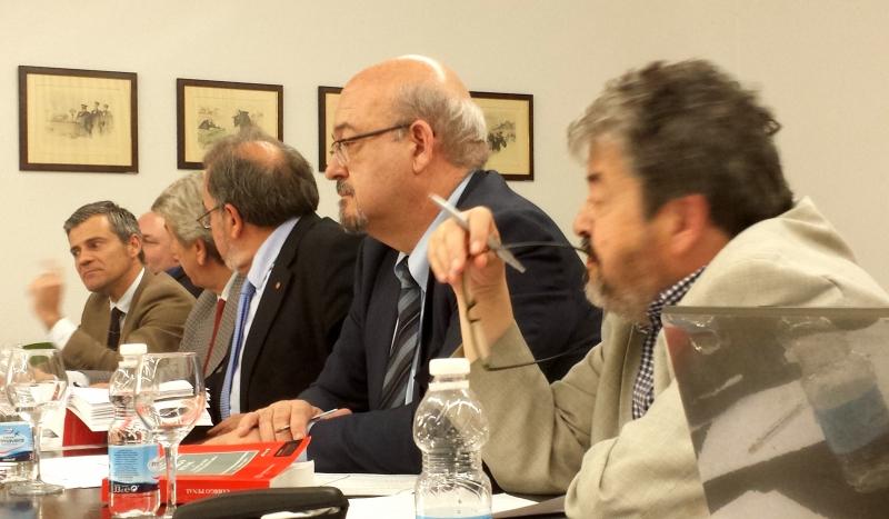 El Prof. Dr. Vittorio Manes responde a las preguntas de los intervinientes en el debate