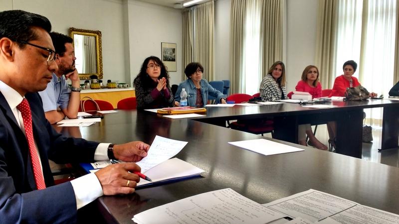 La Prof. Dra. Rueda Martín interviene en el debate tras la ponencia de D.ª Natalia Torres Cadavid.