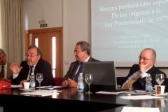 El Prof. Dr. Luzón Peña interviene en el debate tras la ponencia del Prof. Dr. García Valdés