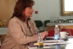 La Prof. Dra. Olaizola Nogales interviene en el debate tras la ponencia del Prof. Dra. García Valdés.