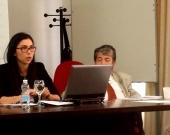 La Prof. Suárez López Durante su ponencia. A la dcha., el Prof. Dr. Carbonell Mateu.