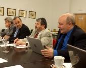 El Prof. Dr. Paredes Castañón durante su ponencia, moderado por el Prof. Dr. Carbonell Mateu.