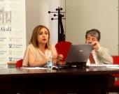 La Prof. Dra. Durán Seco durante su ponencia. A la dcha., el Prof. Dr. Carbonell Mateu.