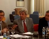 De izq. a dcha., los Profs. Dres. Manes, de Vicente Remesal y Luzón Peña.