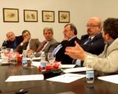 El Prof. Dr. Carbonell Mateu interviene en el debate tras la ponencia del Prof. Dr. Manes.