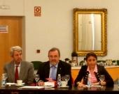 De izq. a dcha., los Profs. Dres. de Vicente Remesal, Luzón Peña y Roso Cañadillas clausuran el XIX Seminario