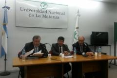 68. Ponencia del Prof. Dr. Luzón Peña en la Univ. Nac. de La Matanza (izq.), acompañado del Prof. Dr. Christian Cabral (centro) y el Prof. Dr. Dr. h.c. mult. Zaffaroni (dcha.). 25 de marzo de 2015.