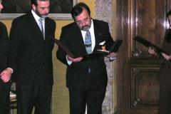 138. Embajada de Colombia en Madrid, 12-1- 2004. Entrega de las Cruces de Caballero de la Orden del Congreso de Colombia. El condecorado Prof. Luzón Peña.