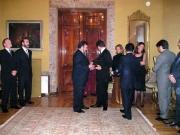 136. Embajada de Colombia en Madrid, 12-1- 2004. Entrega de las Cruces de Caballero de la Orden del Congreso de Colombia. El Vicepresidente del Senado entrega la Cruz al prof. Luzón Peña
