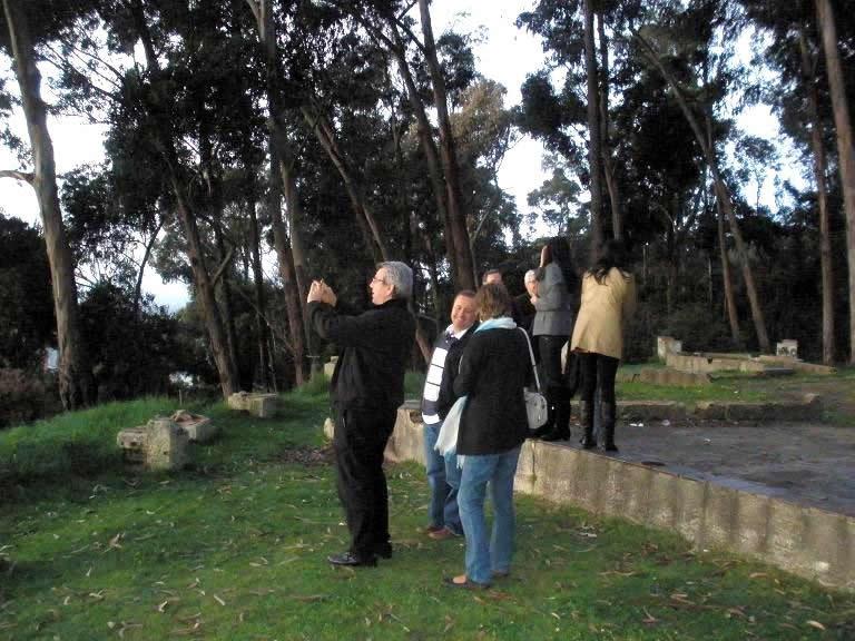 142. Bogotá, 26-9-2010, junto a la Circunvalar: Prof. J. de Vicente Remesal y esposa, Simón Rodríguez Vilches, director de la Escuela de Estudios e Inv. Criminalísiticas de la Fiscalía Gral. Nación.