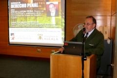 El Prof. Dr. Dr. h.c. mult. Luzón Peña durante conferencia organizada por la Asociación Nacional de Fiscales de Chile. Salón Fiscalía Regional Metropolitana Centro Norte. Santiago, Chile. 8-8-2016