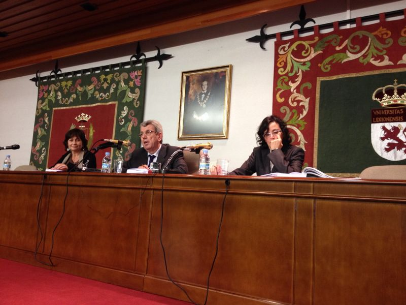 2. Facultad Derecho Univ. León. El tribunal juzgador, compuesto por los Profs. Dres. de Vicente Remesal (centro), Olaizola Nogales (izqda.) y Trapero Barreales (dcha.)
