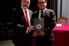 Entrega de la resolución por el Prof. Dr. Cristhian Diaz