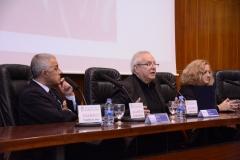 Los directores de las jornadas, los Profs. Dres. Silva Sánchez (izq.), Queralt Jiménez (centro) y Corcoy Bidasolo* (dcha.) presentan el Libro Homenaje al Prof. Dr. Dr. h.c. mult. Mir Puig.