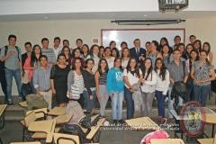 21/07/2016. El Prof. Dr. Dr. h.c. mult. Luzón Peña con alumnos de Licenciatura tras su conferencia en la Univ. San Carlos de Guatemala
