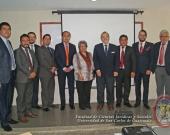 El Prof. Dr. Dr. h.c. mult. Luzón Peña tras su conferencia en la Univ. San Carlos de Guatemala, acompañado de las autoridades