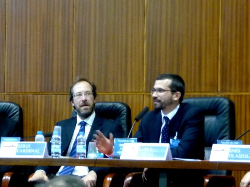 El Prof. Dr. Chiesa durante su ponencia, moderado por el Prof. Dr. Cardenal Montraveta.