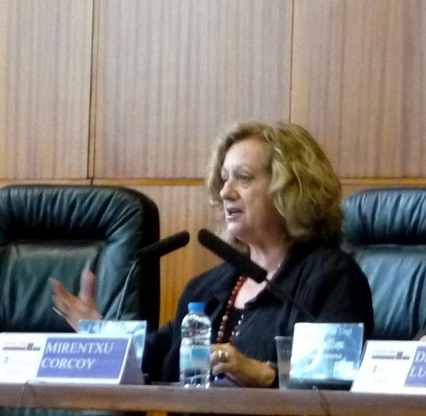 La Prof. Dra. Corcoy Bidasolo durante su ponencia.