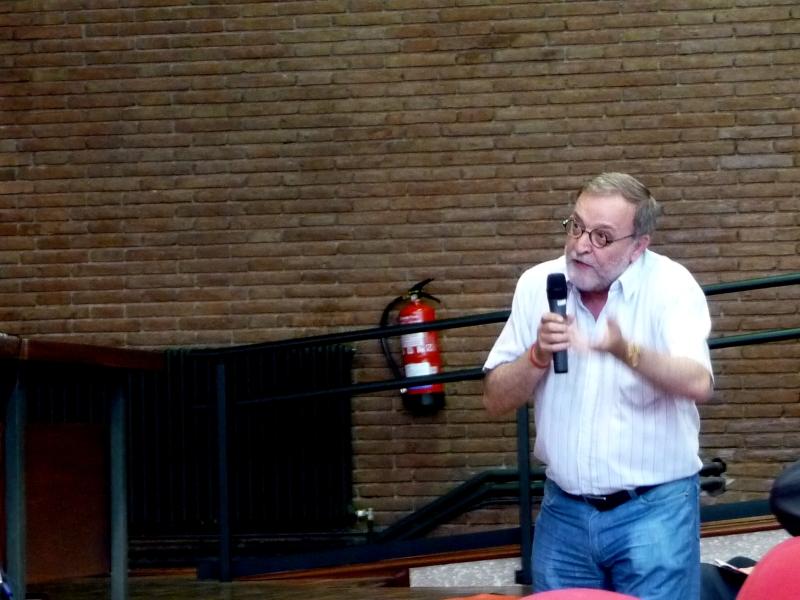 El Prof. Dr. Dr. h.c. mult. Gracia Martín interviene en el debate de la 3ª mesa del I Congreso.