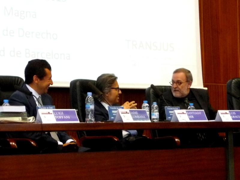 De izq. a dcha., los Profs. Dres. Lombana, Mir Puig y Gracia Martín.