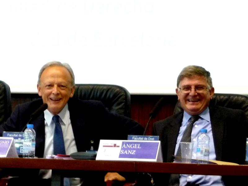 De izq. a dcha., los Profs. Dres. García Amado y Sanz Morán.