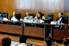 Imagen de la 1ª mesa del I Congreso: de izq. a dcha., los Profs. Dres. Barber Burusco, de Luca, Zaffaroni, Muñoz Conde (moderador), Trapero Barreales y Greco.