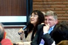 La Prof. Dra. Rueda Martín interviene en el debate de la 2ª mesa del I Congreso. A su dcha., el Prof. Dr. Sanz Morán.