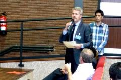 El Prof. Dr. Gómez Martín interviene en el debate de la 3ª mesa del I Congreso.