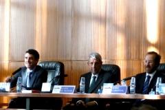 El Prof. Dr. Ragués i Vallès durante su ponencia. A su dcha., los Profs. Dres. de Vicente Remesal y Cardenal Montraveta (moderador).