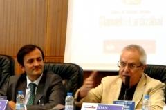 El Prof. Dr. Queralt durante su ponencia. A su izq., el Prof. Dr. Demetrio Crespo.