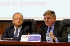 El Prof. Dr. Sanz Morán durante su ponencia. A la izq., el Prof. Dr. García Amado.