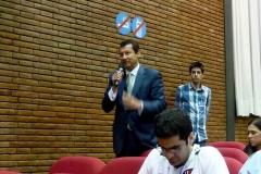 El Prof. Dr. Lombana interviene en el debate de la 4ª mesa.