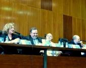 De izq. a dcha., los Profs. Dres. Corcoy Bidasolo y Luzón Peña, el Excmo. Sr. Maza Martín (moderador) y el Prof. Dr. Paredes Castañón durante el debate de la 3ª mesa.