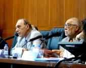 El Prof. Dr. Dr. h.c. mult. Zaffaroni durante su ponencia, moderado por el Prof. Dr. Dr. h.c. mult. Muñoz Conde (dcha.).