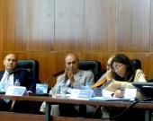 La Prof. Dra. Trapero Barreales durante su ponencia, junto a los Profs. Dres. de Luca, Zaffaroni y Muñoz Conde