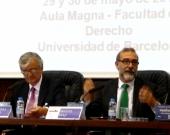 El Prof. Dr. Díaz y García Conlledo durante su ponencia, moderado por el Excmo. Sr. Torres-Dulce (izq.)