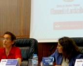La Prof. Dra. Bolea Bardon durante su ponencia. A su dcha., la Prof. Dra. Roso Cañadillas.
