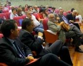 El Prof. Dr. Robles Planas interviene en el debate de la 2ª mesa del I Congreso. A su izq., el Prof. Dr. Ragués i Vallès.