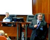 El Prof. Dr. Dr. h.c. mult. Luzón Peña interviene en el debate de la 2ª mesa del I Congreso.
