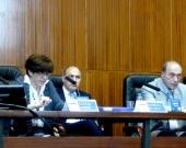 La Prof. Dra. Barber Burusco durante su ponencia. A la dcha., los Profs. Dres. de Luca y Zaffaroni.