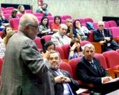 El Prof. Dr. Dr. h.c. mult. Muñoz Conde interviene en el debate de la 2ª mesa.