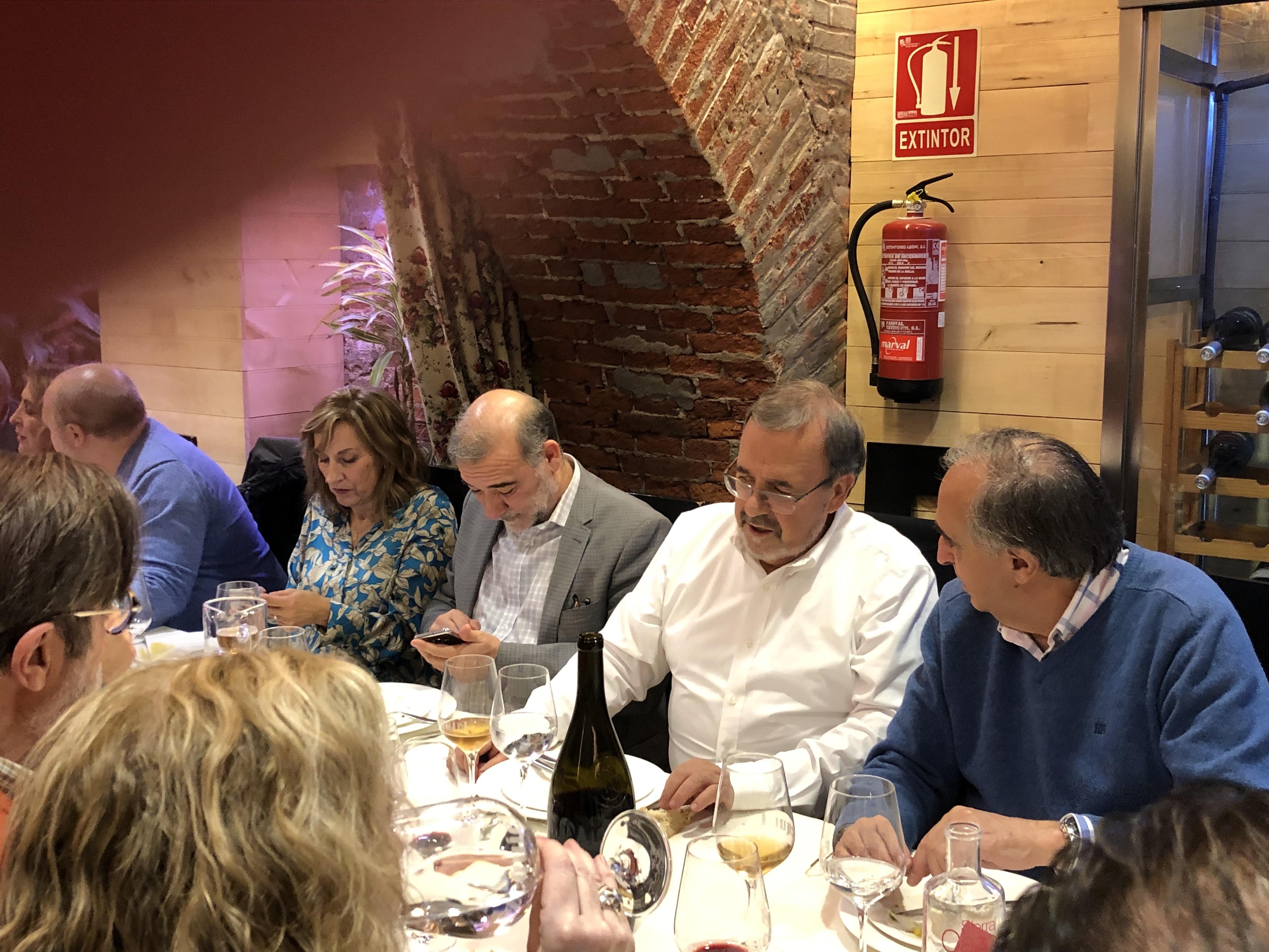 18-12-18 cena León 21 en Ezequiel. Marta Z_ MigD_ DL_ Lor Mor