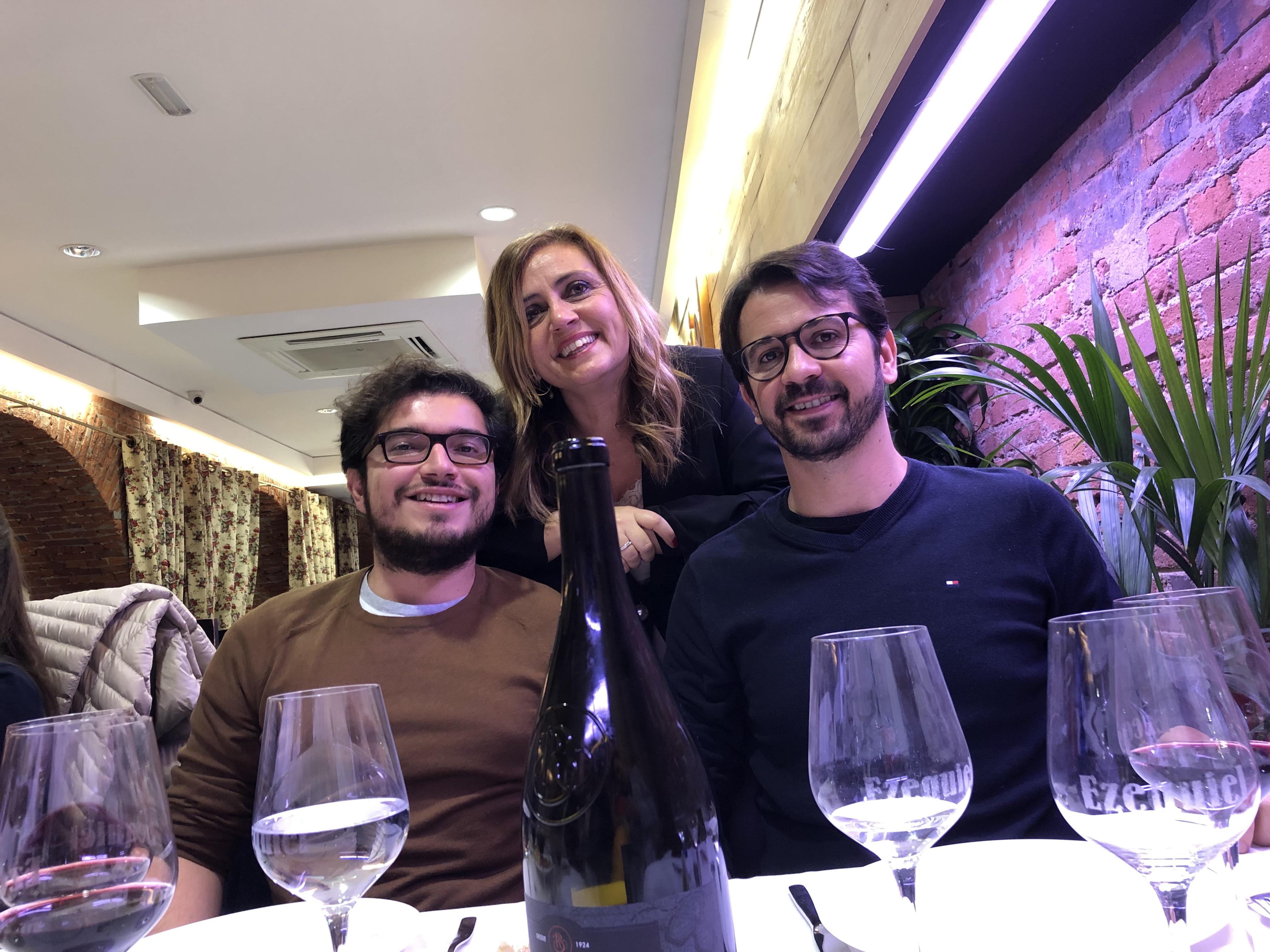 18-12-18 cena León 32 en Ezequiel. Alaor Leite_ Isab Dur_ Ed Viana