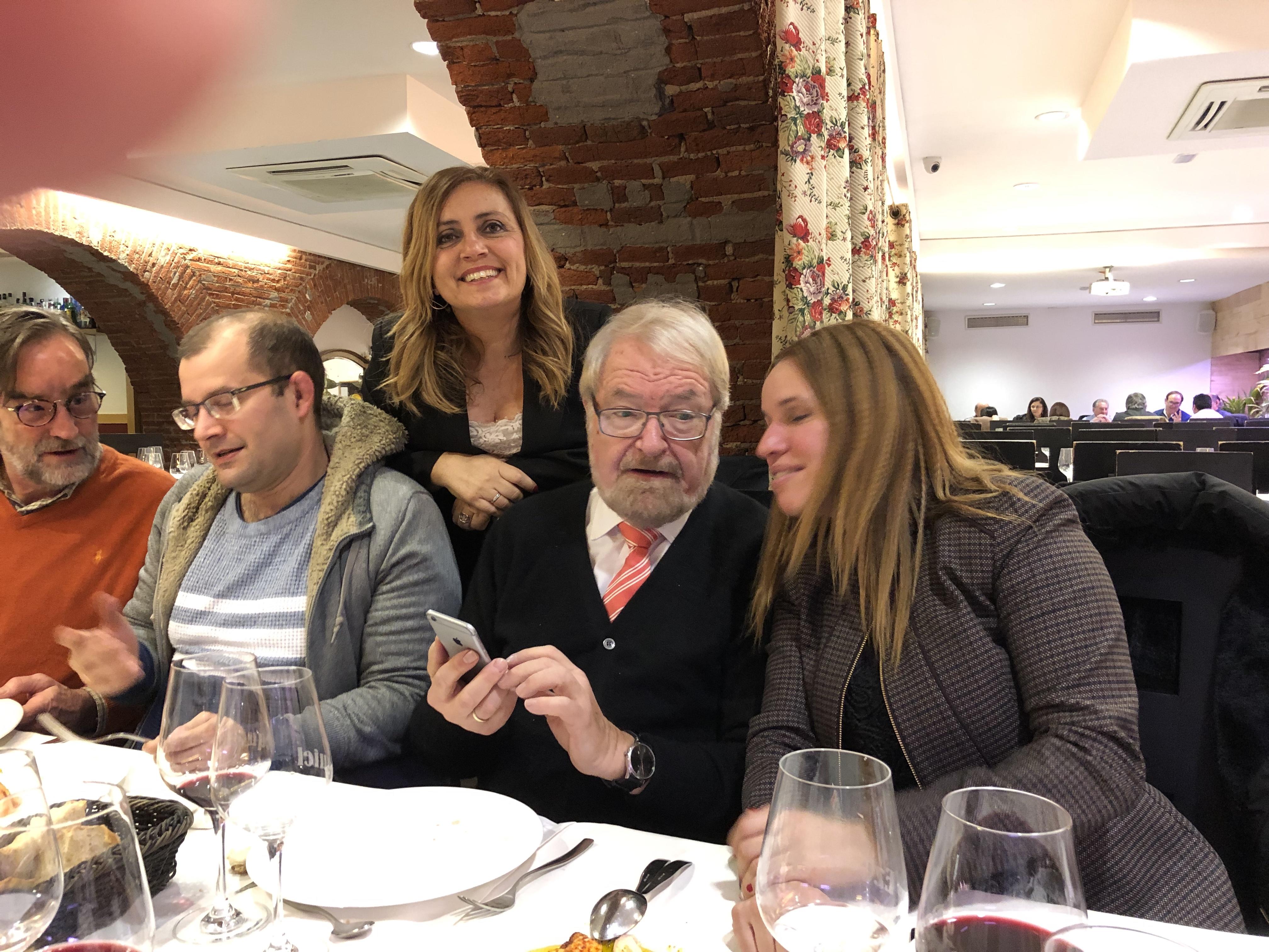 18-12-18 cena León 34 en Ezequiel. Fdo Muñ-Campos_ Greco_ Isab_ Schün_ Silv Mtnz Cantón