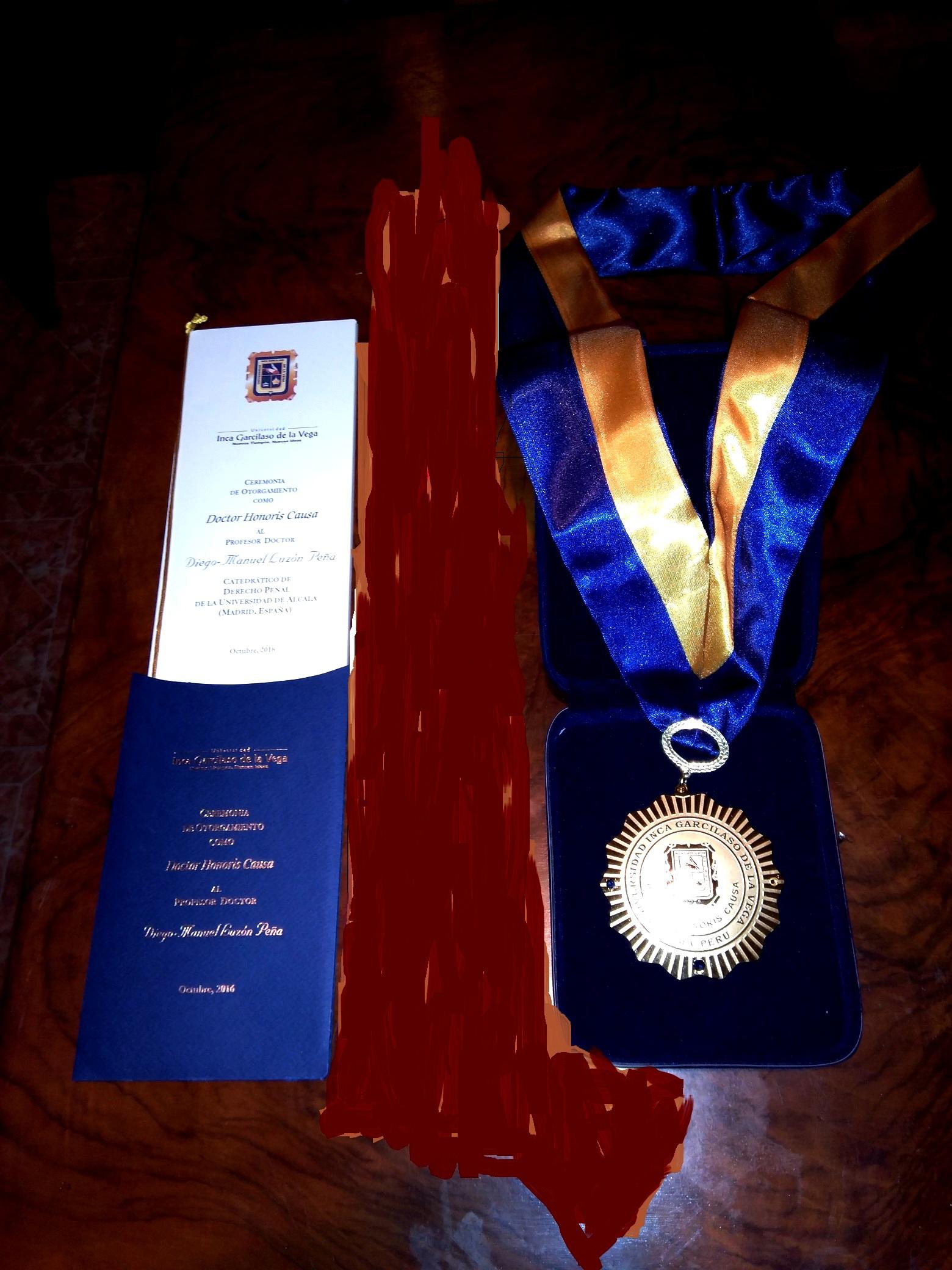 2016-10-13 UIGarcilVega Dr.h.c 13 programa medalla DLP