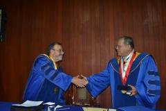 2016-10-13 UIGV 6 Drhc DLP rector e.f. entrega medalla